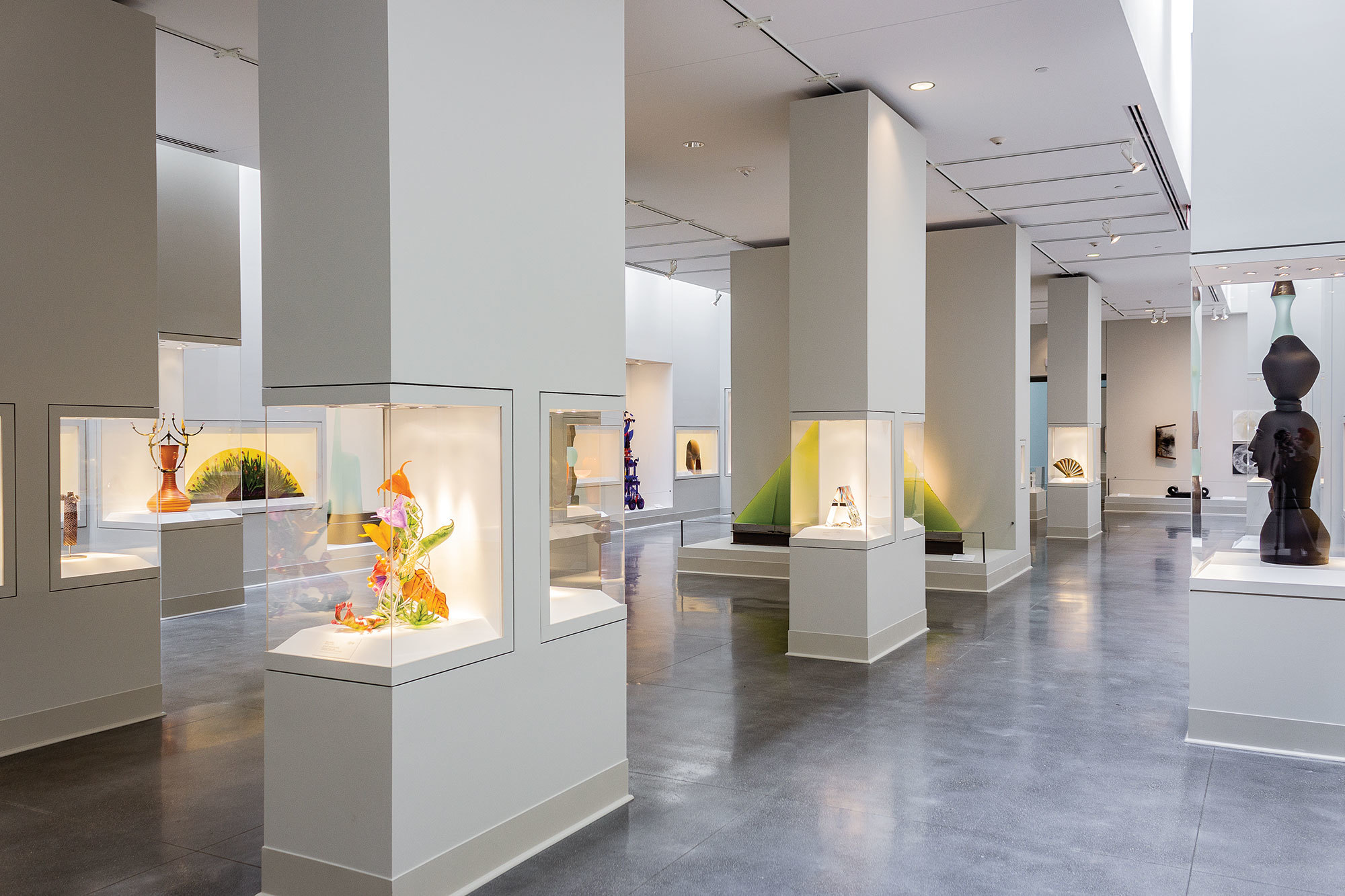 Center Gallery – Contemporary Craft Wing